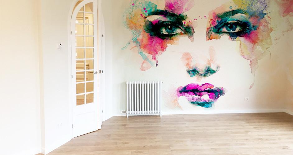 Candi habitat blog nueva tencdencia en la reforma de pisos decorar con acuarelas, salon clásico con pres acuarela cara mujer